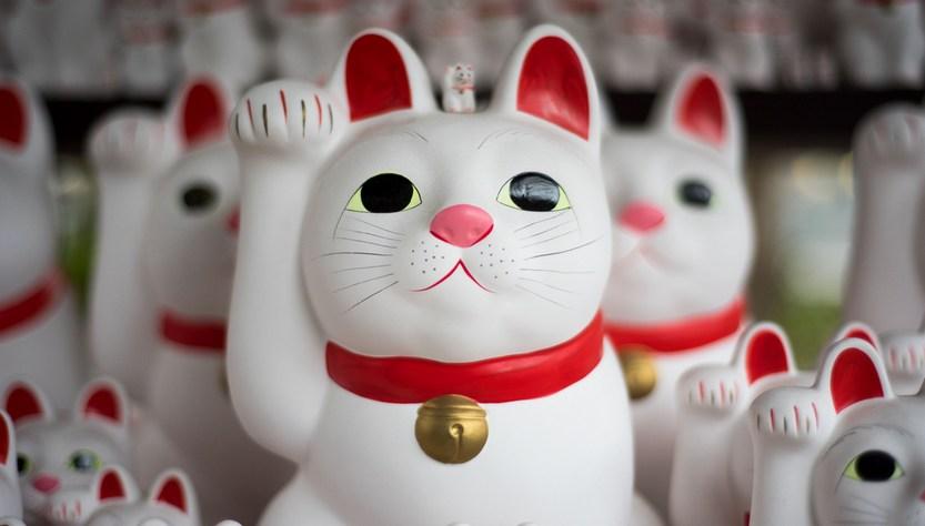 Кот манеки-неко